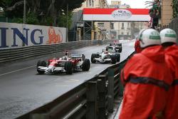 Jarno Trulli, Toyota Racing lads Rubens Barrichello, Honda Racing F1 Team