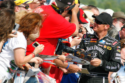 Clint Bowyer signs autographs