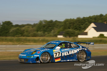 #77 Team Felbermayr-Proton Porsche 911 GT3 RSR: Alex Davison, Wolf Henzler, Horst Felbermayr Jr.