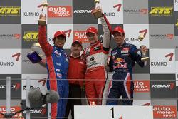 Podium: race winner Nico Hulkenberg with Koudai Tsukakoshi and Jean-Karl Vernay