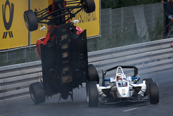 Nico Hulkenberg takes off on the car of Martin Plowman