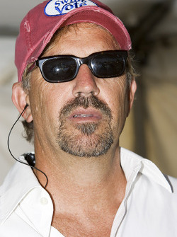 Kevin Costner performs with his band