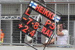 Heikki Kovalainen, McLaren Mercedes, pit board