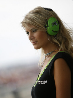 A lovely Kawasaki grid girl