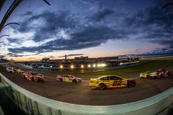 Kevin Harvick, Stewart-Haas Racing Chevrolet, Kyle Busch, Joe Gibbs Racing Toyota, Joey Logano, Team Penske Ford, Jeff Gordon, Hendrick Motorsports Chevrolet