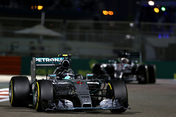 Mercedes - Ferrari n'est pas impliqué dans l'affaire d'espionnage F1-abu-dhabi-gp-2015-nico-rosberg-mercedes-amg-f1-team
