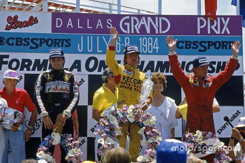 达拉斯大奖赛领奖台:冠军科克·罗斯伯格,威廉姆斯车队;亚军雷内·阿诺,法拉利车队;艾里奥·徳安吉利斯,莲花车队