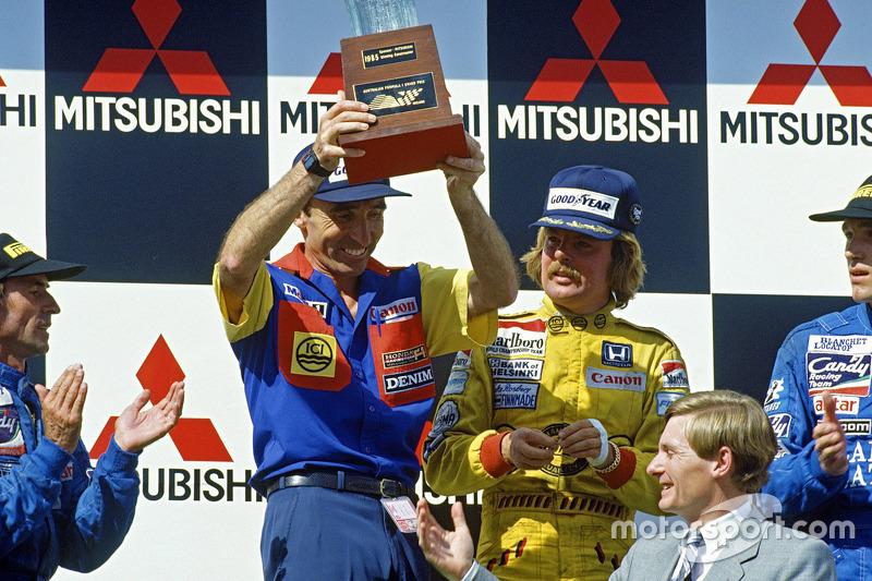 1985澳大利亚大奖赛领奖台:弗兰克·威廉姆斯和冠军科克·罗斯伯格,这也是科克职业生涯的最后一胜。