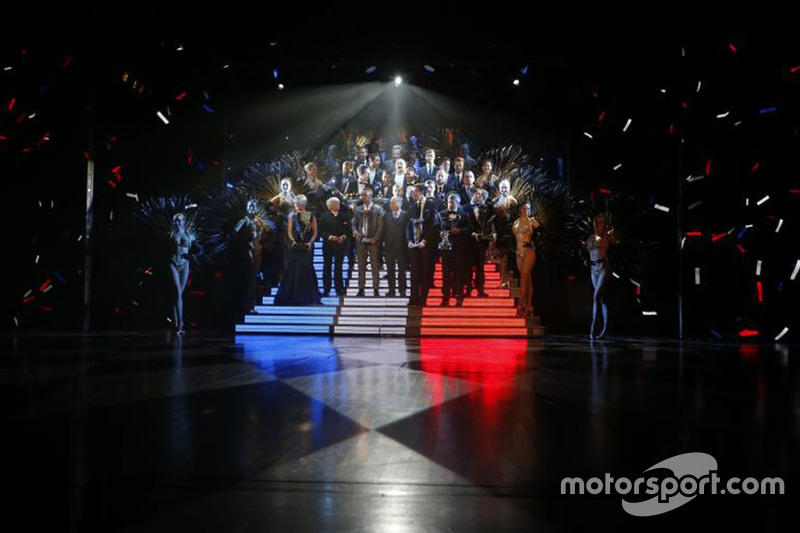 Drivers' group photo.
