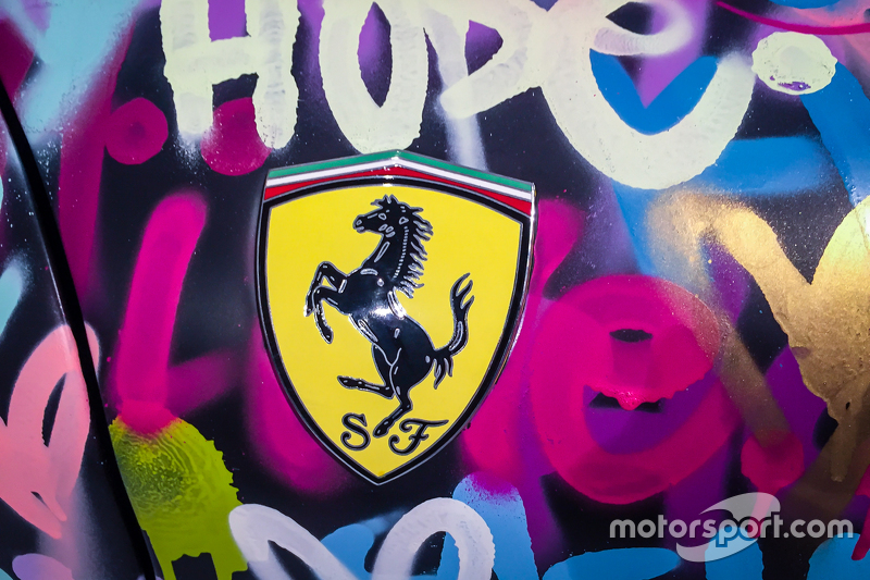Ondanks de andere kleurstelling blijft het een Ferrari