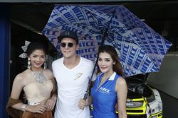 Hugo Valente, Campos Racing met grid girls