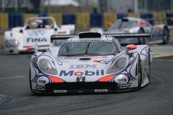保时捷车队26号保时捷911 GT1-98:阿兰·麦克尼什、史蒂芬·欧托利、洛朗·艾洛