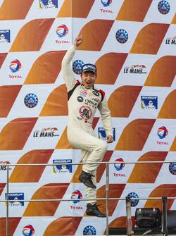程飞庆祝连续第三座亚洲勒芒系列赛年度冠军