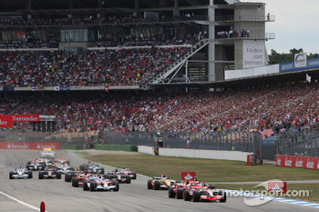 Start: Lewis Hamilton, McLaren Mercedes, MP4-23, takes the lead