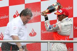 Podium: champagne for Lewis Hamilton and Norbert Haug