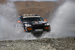 #18 Team Portuguese Porsche Cayenne S Transsyberia: Pedro Gameiro and Pedro Figueiredo
