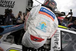 Jacques Villeneuve gets ready for his qualifying run