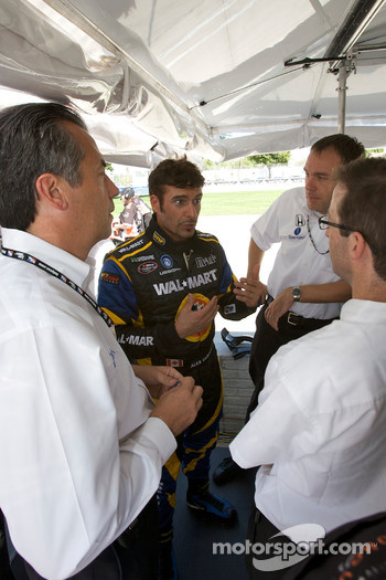Alex Tagliani discusses with his team while Eric Bachelart looks on