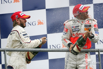 Podium: Lewis Hamilton and Nick Heidfeld spray champagne