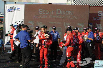 Dan Wheldon gets Scott Dixon with a pie in the pace