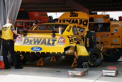 DeWalt Ford crew members at work