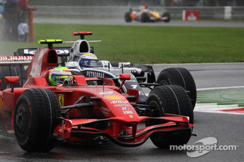 Felipe Massa, Scuderia Ferrari, F2008 leads Nico Rosberg, WilliamsF1 Team, FW30