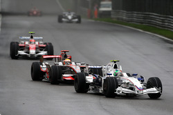 Robert Kubica, BMW Sauber F1 Team, F1.08 leads Lewis Hamilton, McLaren Mercedes, MP4-23