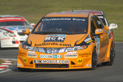 Tom Chilton leads Tom Onslow-Cole and Steven Kane