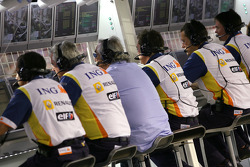Renault F1 Team engineers and Flavio Briatore, Renault F1 Team, Team Chief, Managing Director