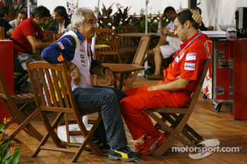 Flavio Briatore, Renault F1 Team, Team Chief, Managing Director and Stefano Domenicali, Scuderia Ferrari, Sporting Director
