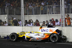 F1: Nelson A. Piquet, Renault F1 Team, crashes