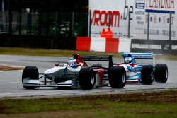 The fight for 1st position; #1 Klaas Zwart, Benetton B197, #13 Phillip Keen, Benetton B194