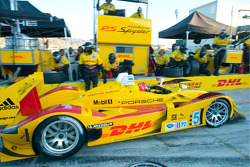 Pit stop for #5 Penske Racing Porsche RS Spyder: Helio Castroneves, Ryan Briscoe