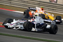 Robert Kubica, BMW Sauber F1 Team, F1.08 leads Nelson A. Piquet, Renault F1 Team, R28