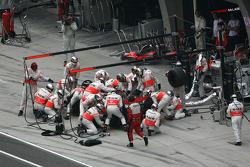 Lewis Hamilton, McLaren Mercedes, MP4-23, pitstop