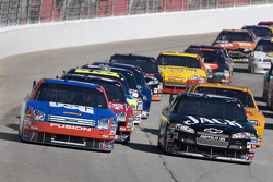 Matt Kenseth and Clint Bowyer lead the field into turn one