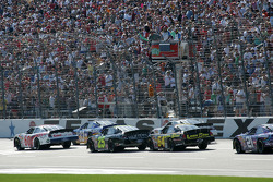 Carl Edwards leads the field to the green flag