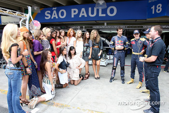 Formula Unas girls contest: Mark Webber, Sébastien Bourdais and Sebastian Vettel