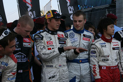 Renger van der Zande explains something to Laurens Vanthoor
