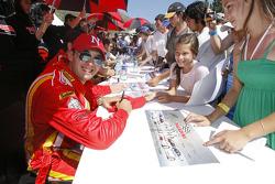 Autograph session: Niki Cadei
