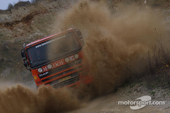 Team de Rooy: Hans Bekx, Tonnie Maessen, Edwin Willems test the GINAF X2223 rally truck