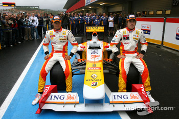 Fernando Alonso and Nelson A. Piquet with the new Renault R29