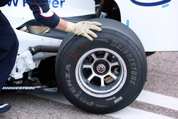 Technical detail, rear tyre, gloves Robert Kubica, BMW Sauber F1 Team