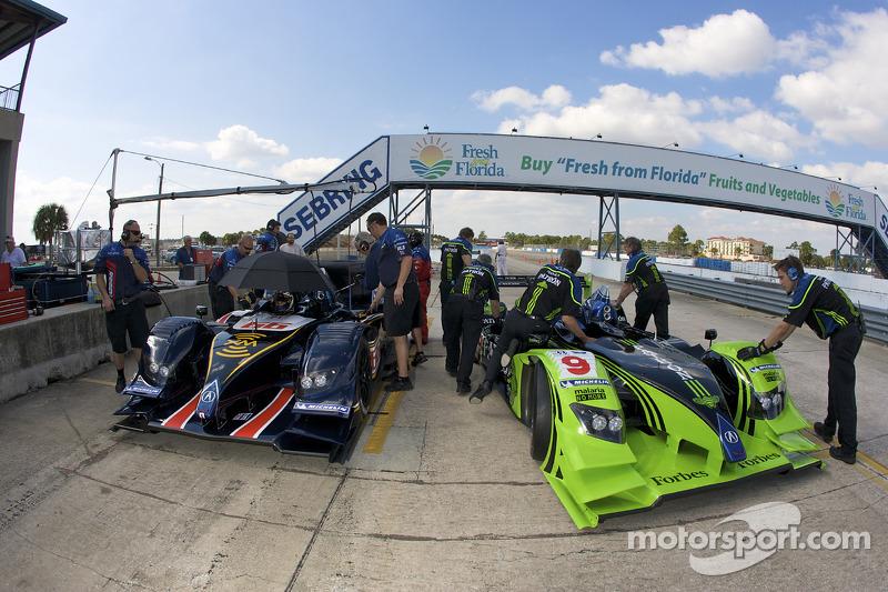 #66 de Ferran Motorsports Acura ARX 02a Acura and #9 Patron Highcroft Racing Acura ARX 02a Acura