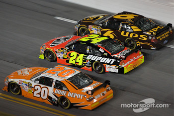 David Ragan, Roush Fenway Racing Ford, Jeff Gordon, Hendrick Motorsports Chevrolet, Joey Logano, Joe Gibbs Racing Toyota, go three-wide