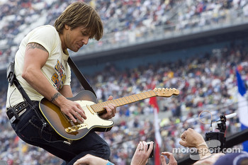 Recording artist Keith Urban performs during the pre-race show
