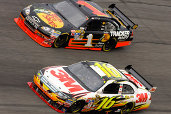 Greg Biffle, Roush Fenway Racing Ford, Martin Truex Jr., Earnhardt Ganassi Racing Chevrolet