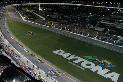 Restart: Colin Braun and Ron Hornaday battle for the lead