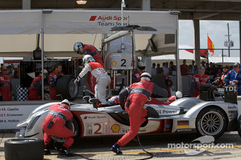 Pit stop for #2 Audi Sport Team Joest Audi R15 TDI: Rinaldo Capello, Tom Kristensen, Allan McNish