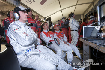 Dr. Wolfgang Ullrich watches the end of the race with Mike Rockenfeller, Tom Kristensen and Rinaldo Capello